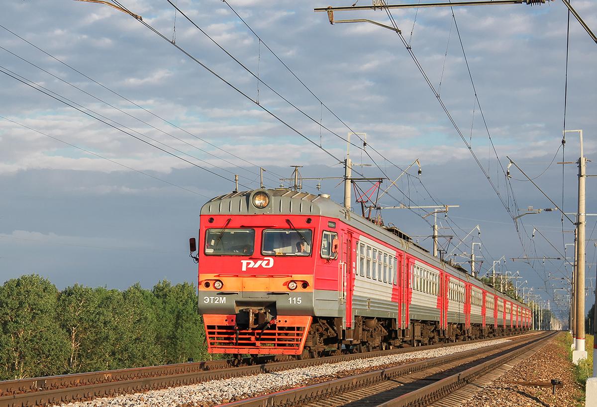 Электропоезд ЭТ2М-115 в окрестностях платформы Сенеж, перегон Клин - Подсолнечная