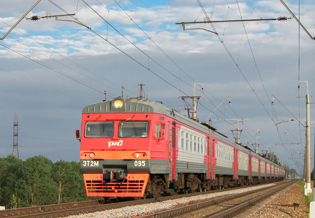Электропоезд ЭТ2М-095 в окрестностях платформы Сенеж, перегон Клин - Подсолнечная