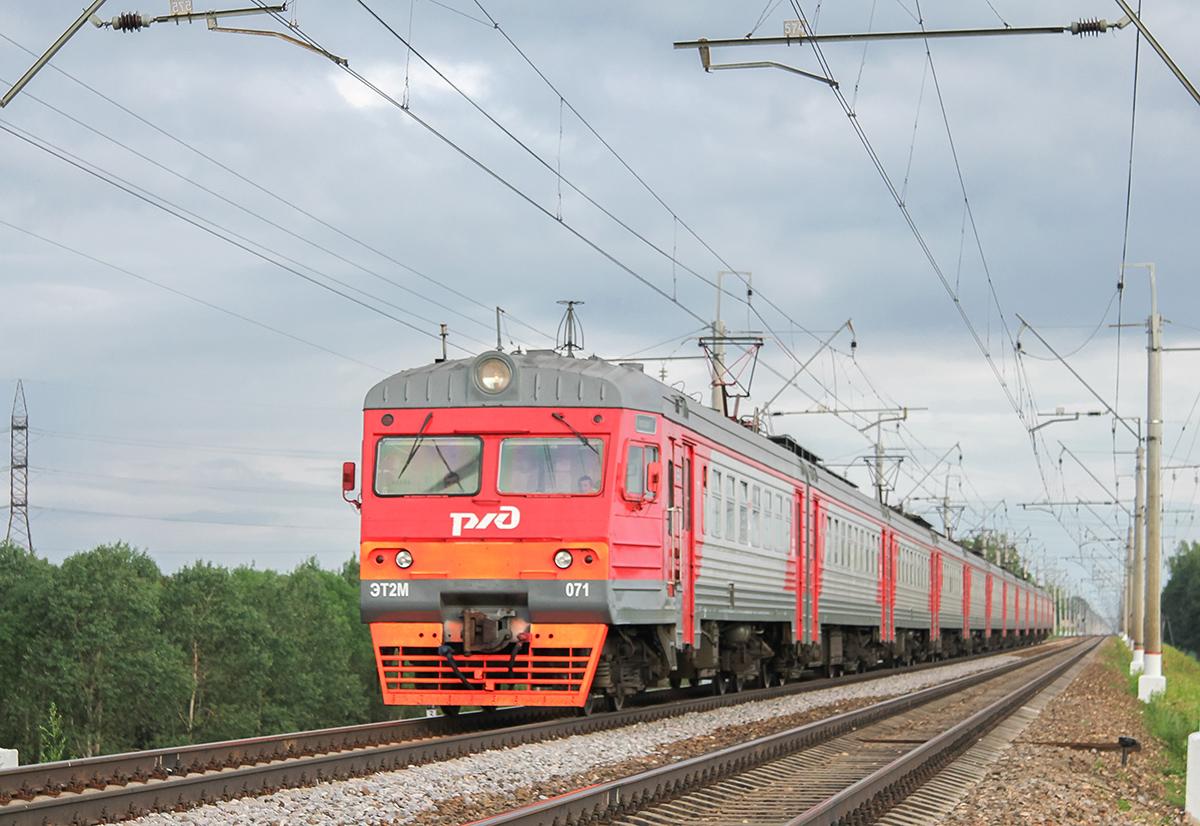 Электропоезд ЭТ2М-071 в окрестностях платформы Сенеж, перегон Клин - Подсолнечная
