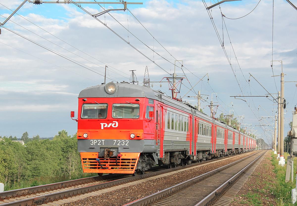 Электропоезд ЭР2Т-7232 неподалёку от платформы Сенеж, перегон Клин - Подсолнечная