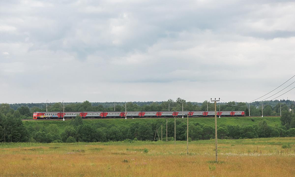 Электропоезд ЭТ2М прибывает к платформе Головково, перегон Подсолнечная - Клин