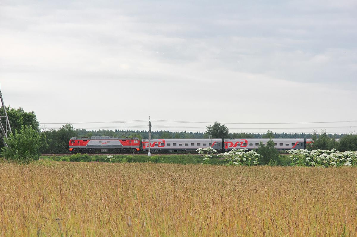 Электровоз ЭП2К с поездом, перегон Клин — Подсолнечная