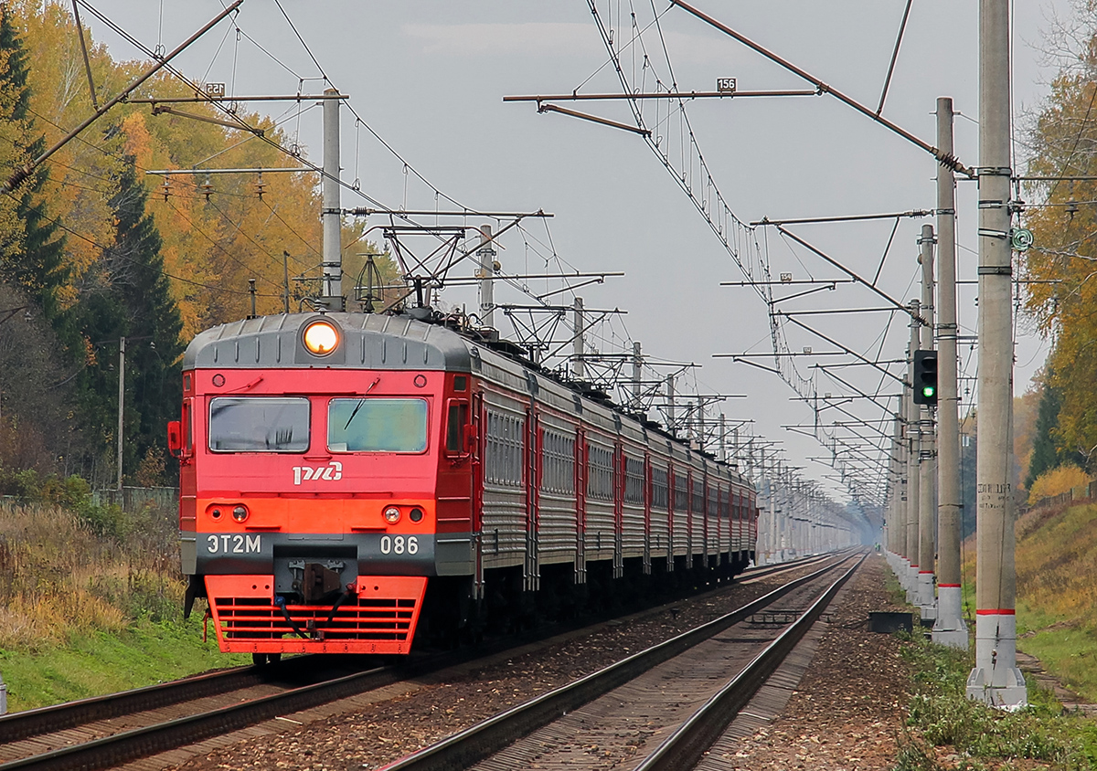 Электропоезд ЭТ2М-086 близ платформы Черничная, перегон Завидово - Решетниково