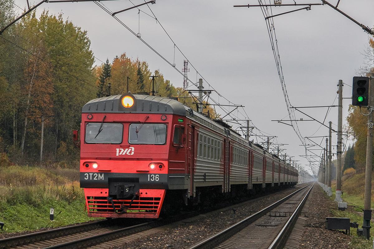 Электропоезд ЭТ2М-136 в окрестностях платформы Черничная, перегон Завидово - Решетниково