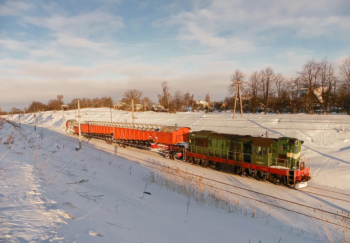 Тепловоз ЧМЭ3Т-7298 со снегоуборочной машиной на перегоне Ораниенбаум-I - Новый Петергоф