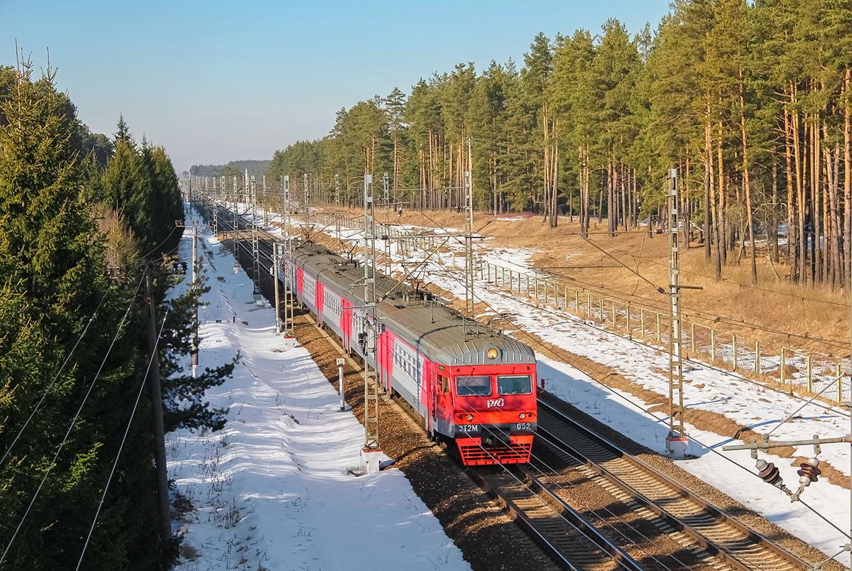 Электропоезд ЭТ2М-052 прибывает к платформе Санаторий, перегоне Лихославль - Дорошиха