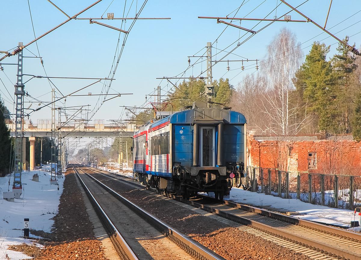 Мотриса АЯ4Д-004 с головным вагоном ЭД4МКУ-0153 на перегоне Дорошиха - Лихославль