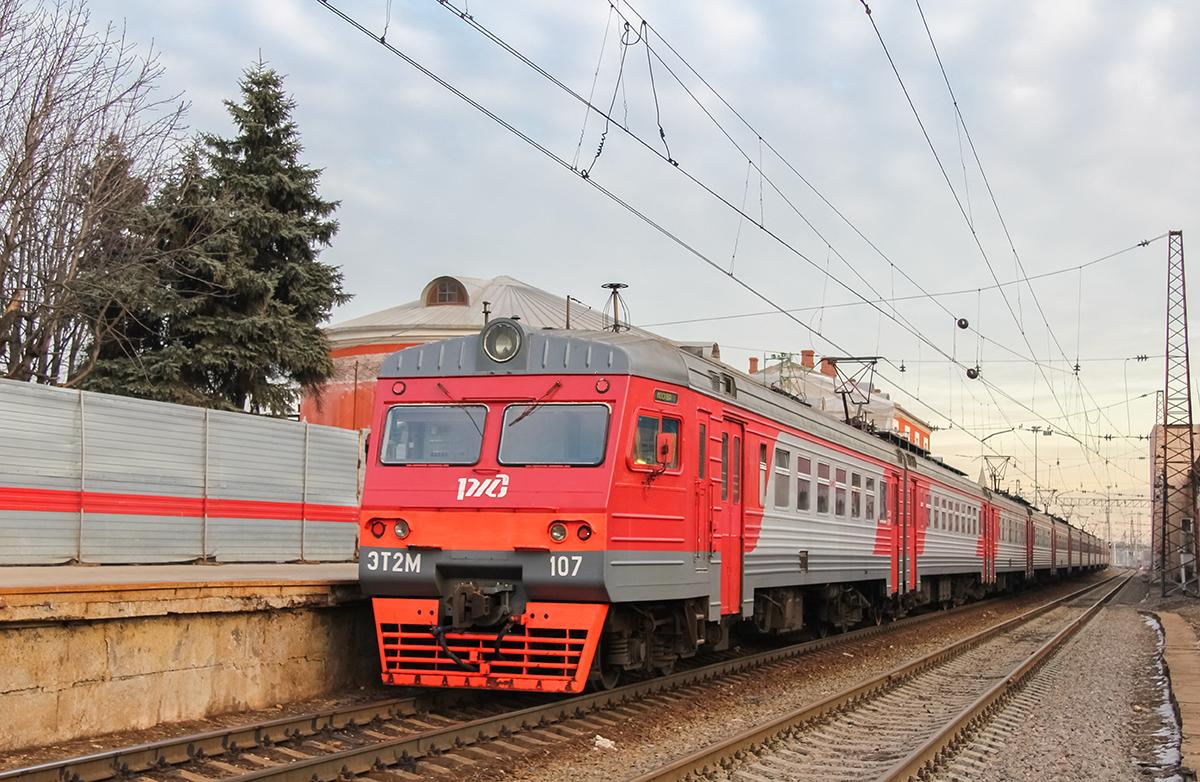 Электропоезд ЭТ2М-107 на станции Тверь