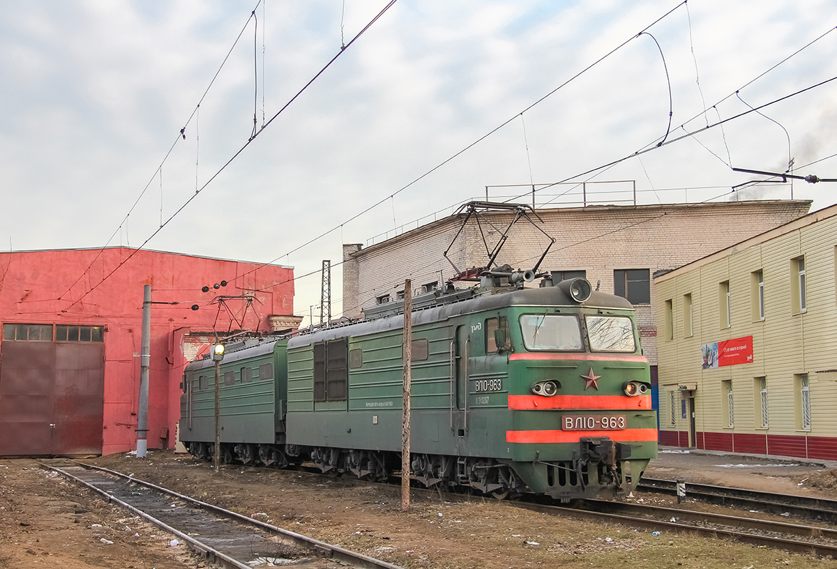 Электровоз ВЛ10-963 на станции Тверь