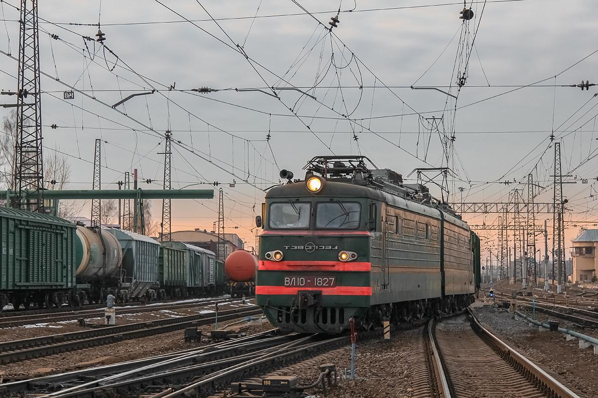 Электровоз ВЛ10-1827 на станции Тверь,