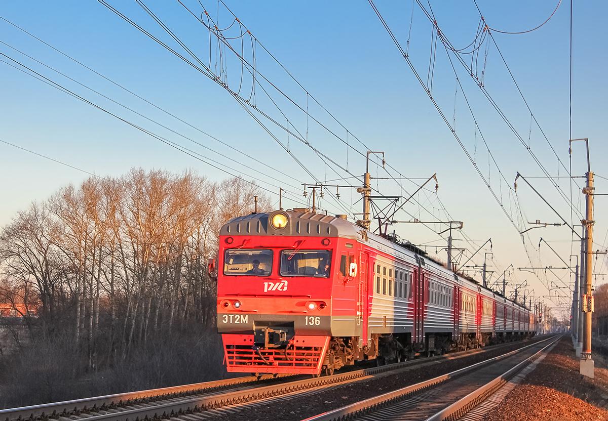 Электропоезд ЭТ2М-136 на перегоне Клин - Подсолнечная