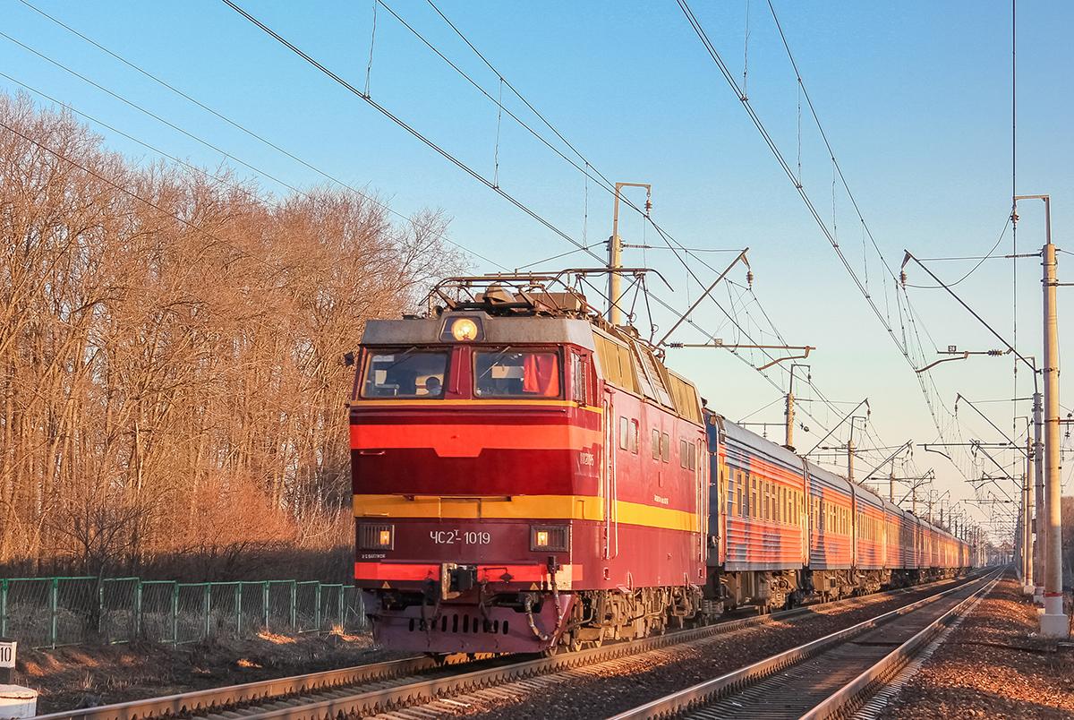 Электровоз ЧС2Т-1019 с поездом №19У «Мегаполис», перегон Клин — Подсолнечная