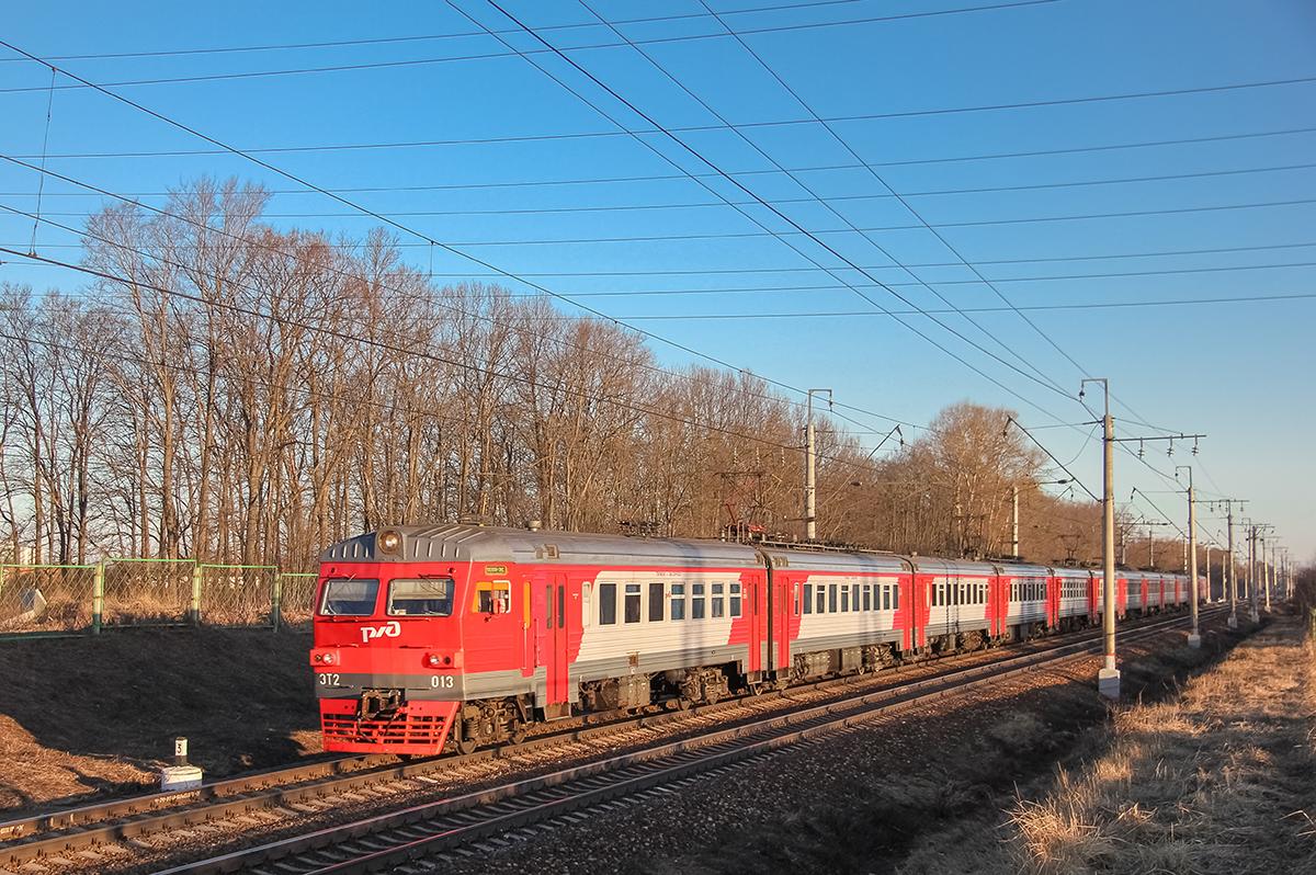 Электропоезд ЭТ2-013 на перегоне Клин — Подсолнечная