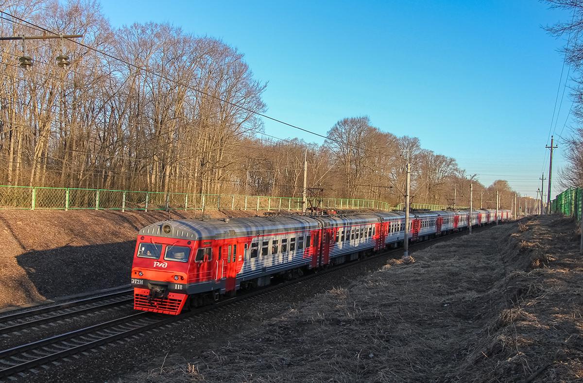 Электропоезд ЭТ2М-118 на перегоне Подсолнечная - Клин