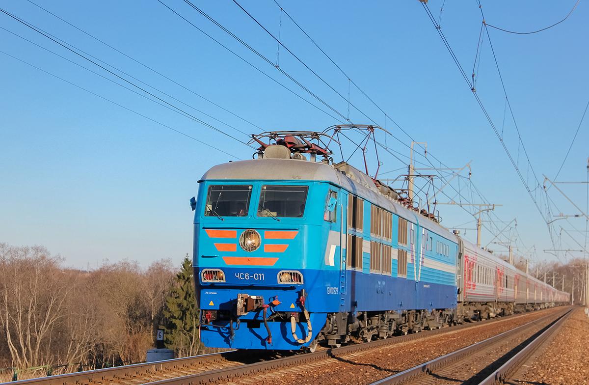 Электровоз ЧС6-011 с поездом Санкт-Петербург — Москва на перегоне Клин — Подсолнечная