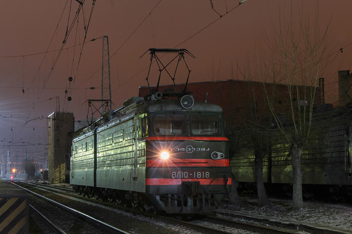 Электровоз ВЛ10-1818 на станции Тверь