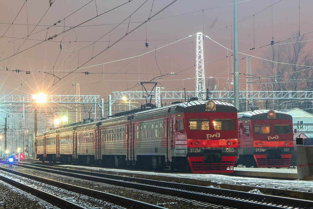 Электропоезда ЭТ2М-060 и ЭТ2М-061 на станции Тверь
