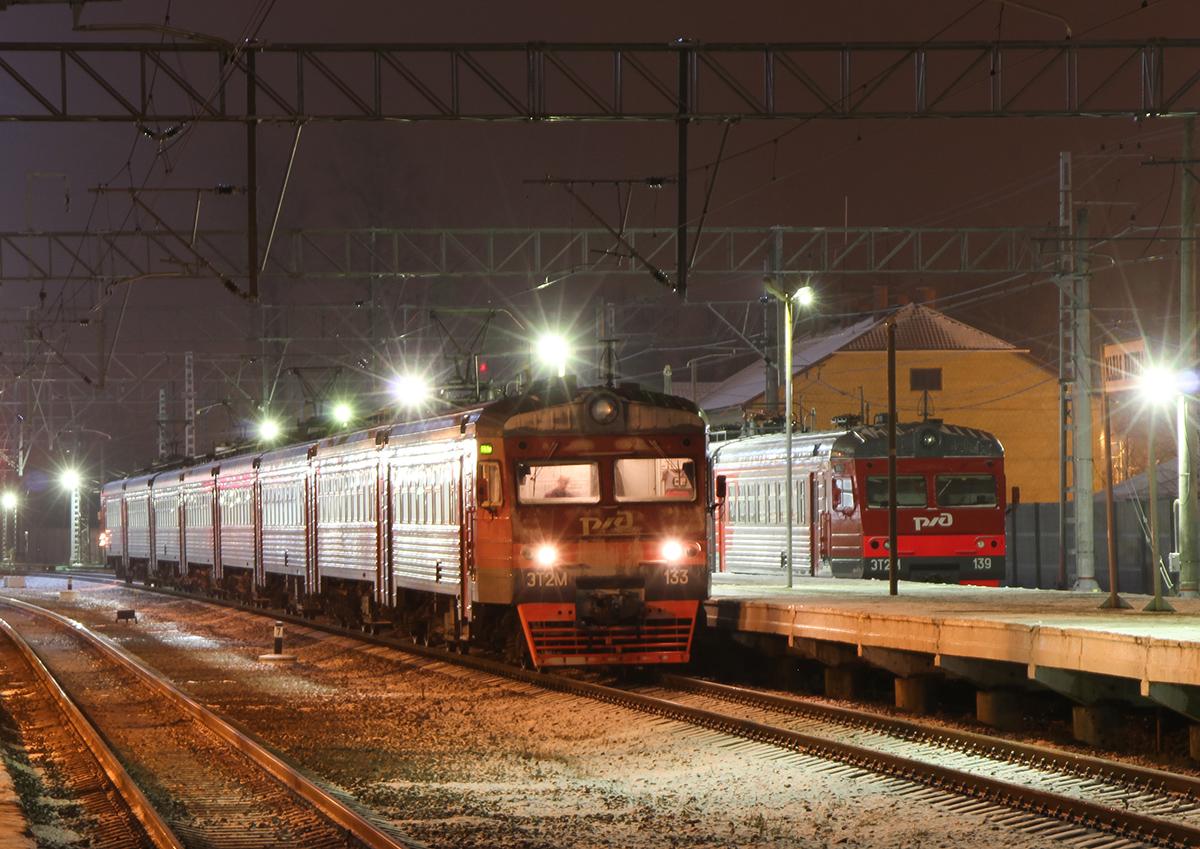 Электропоезда ЭТ2М-133 и ЭТ2М-139 на станции Малая Вишера