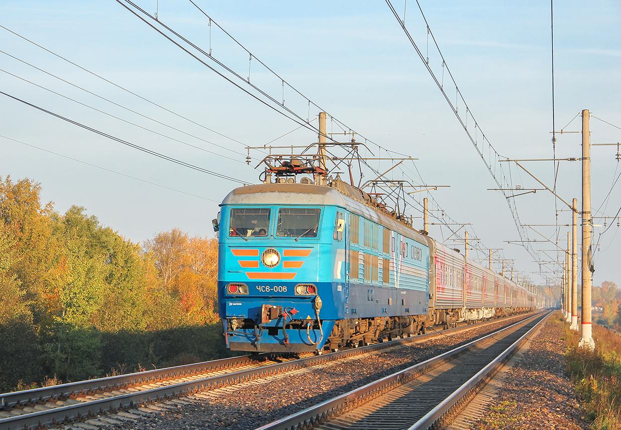 Электровоз ЧС6-006 с поездом, перегон Решетниково - Клин
