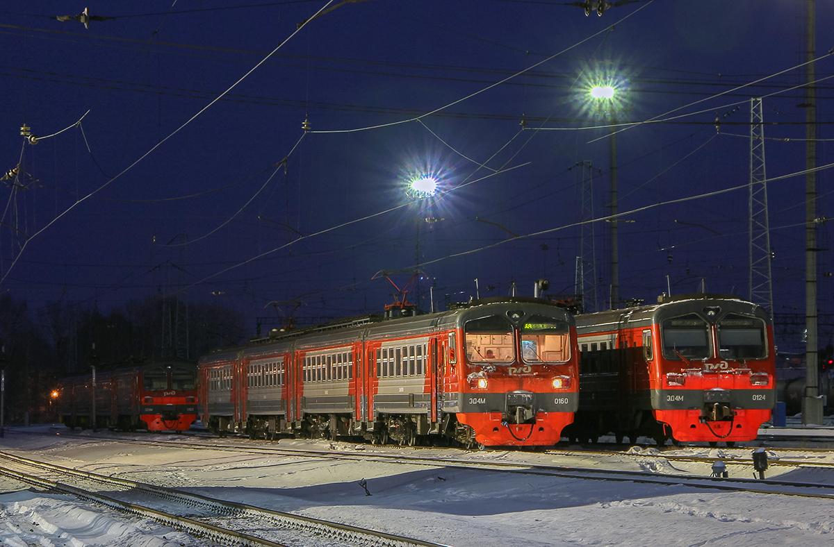 Электропоезда ЭД4М-0160, ЭД4М-0124 и  ЭТ4М-0102 на станции Ярославль-Главный