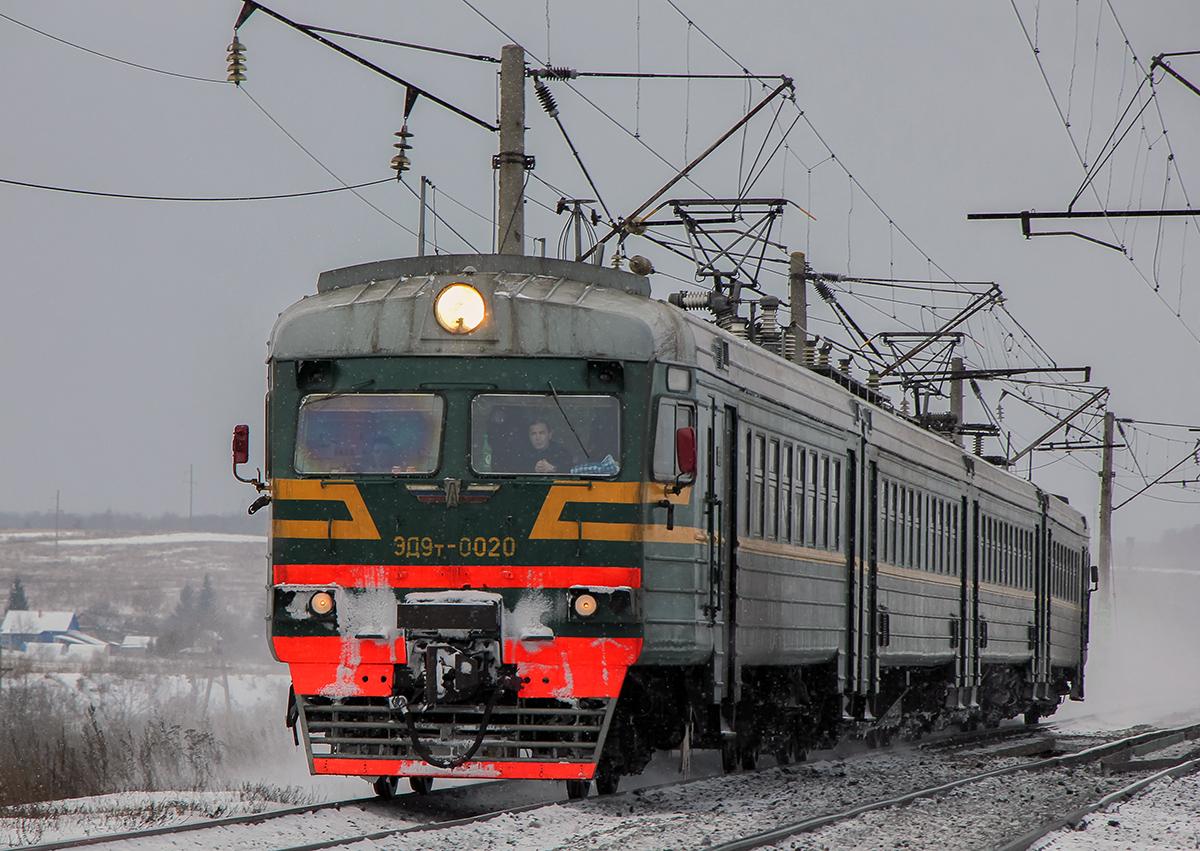 Электропоезд ЭД9Т-0020 на перегоне Семлёво - Вязьма