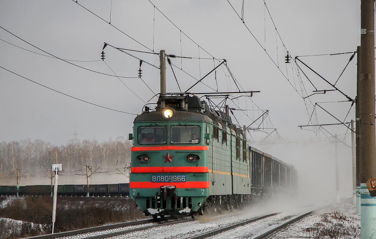 Электровоз ВЛ80Т-1966 с грузовым поездом на перегоне Вязьма - Семлёво