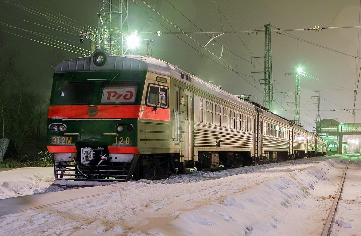 Электропоезд ЭТ2М-120 на станции Бологое-Московское