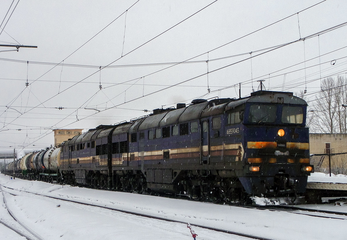 Тепловоз 2ТЭ116-952 с порожними цистернами на ст. Бологое-Московское