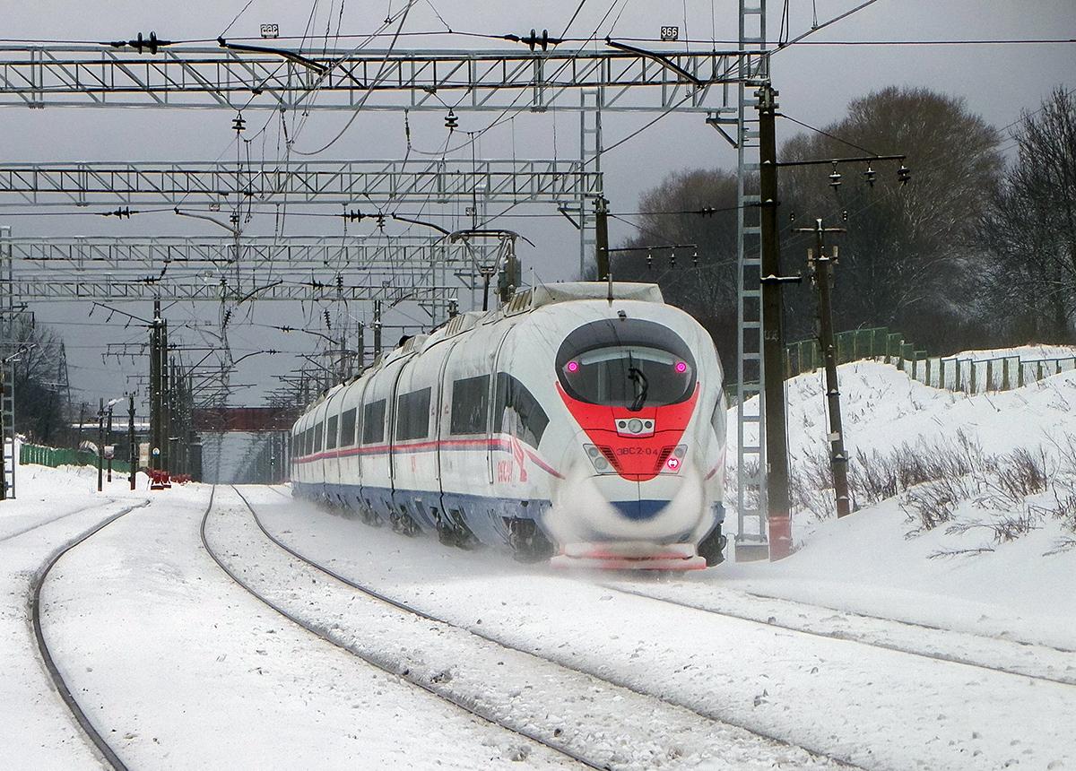 Электропоезд ЭВС2-04 выходит со станции Бологое-Московское