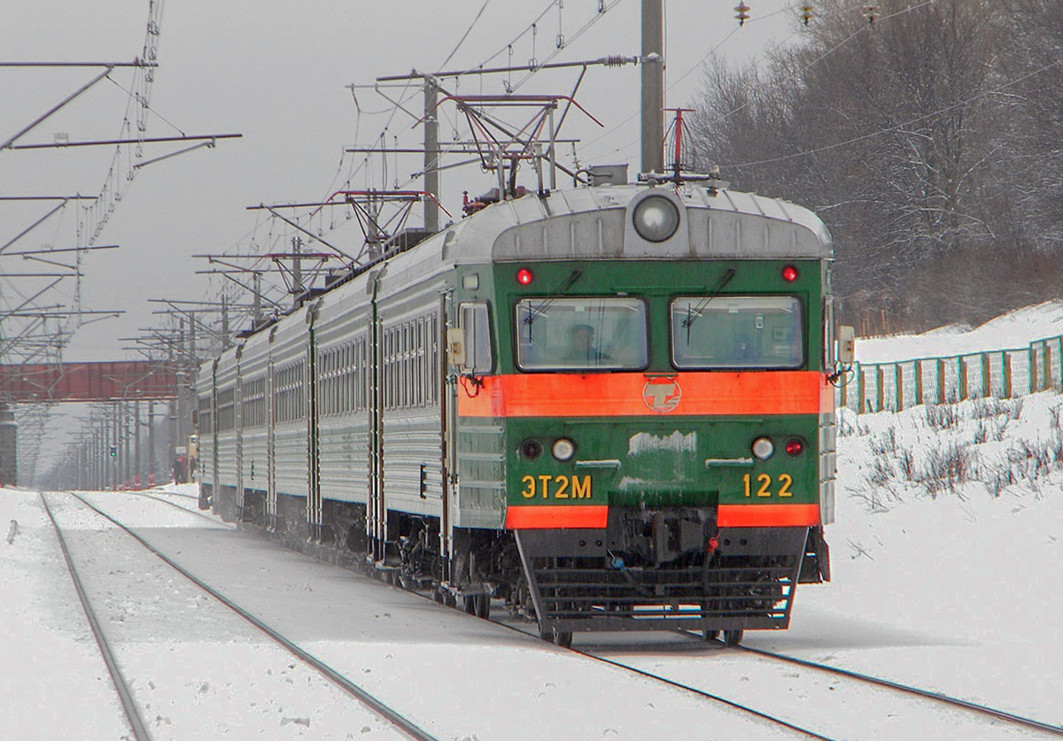 Электропоезд ЭТ2М-122 выходит со станции Бологое-Московское