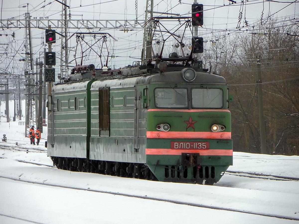 Электровоз ВЛ10-1135 на станции Бологое-Московское,