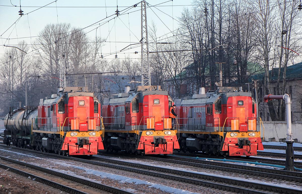 Тепловозы ТЭМ18В-030, ТЭМ18В-027, ТЭМ18В-028 на станции Тверь