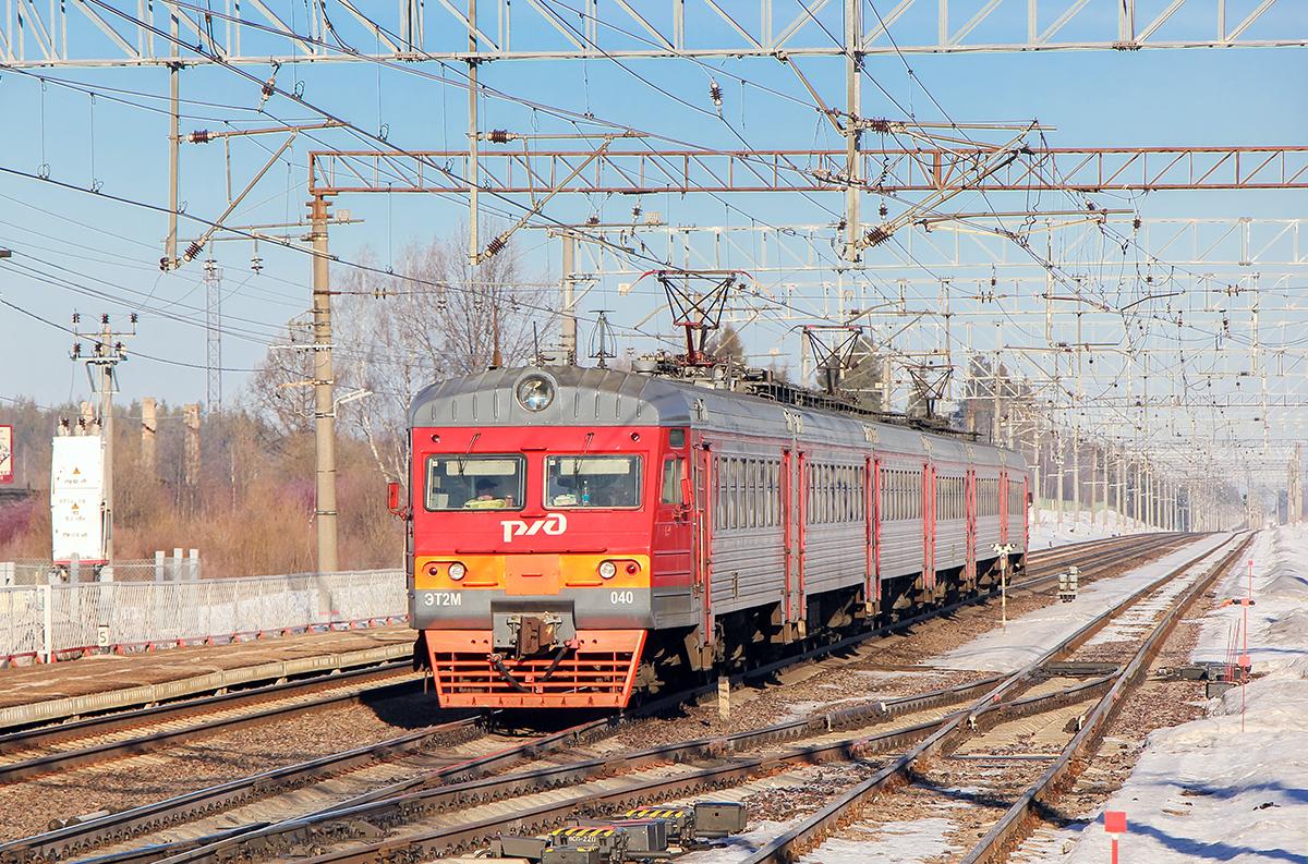 Электропоезд ЭТ2М-040 на станции Калашниково