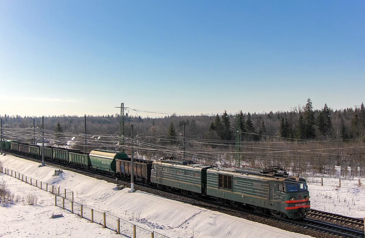 Электровоз ВЛ10-864 с грузовым поездом, станция Калашниково