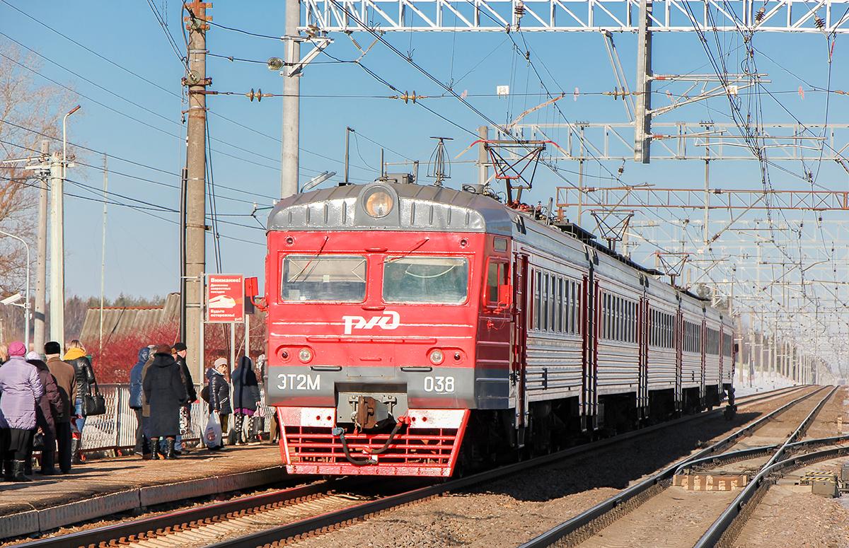 Электропоезд ЭТ2М-038 на станции Калашниково