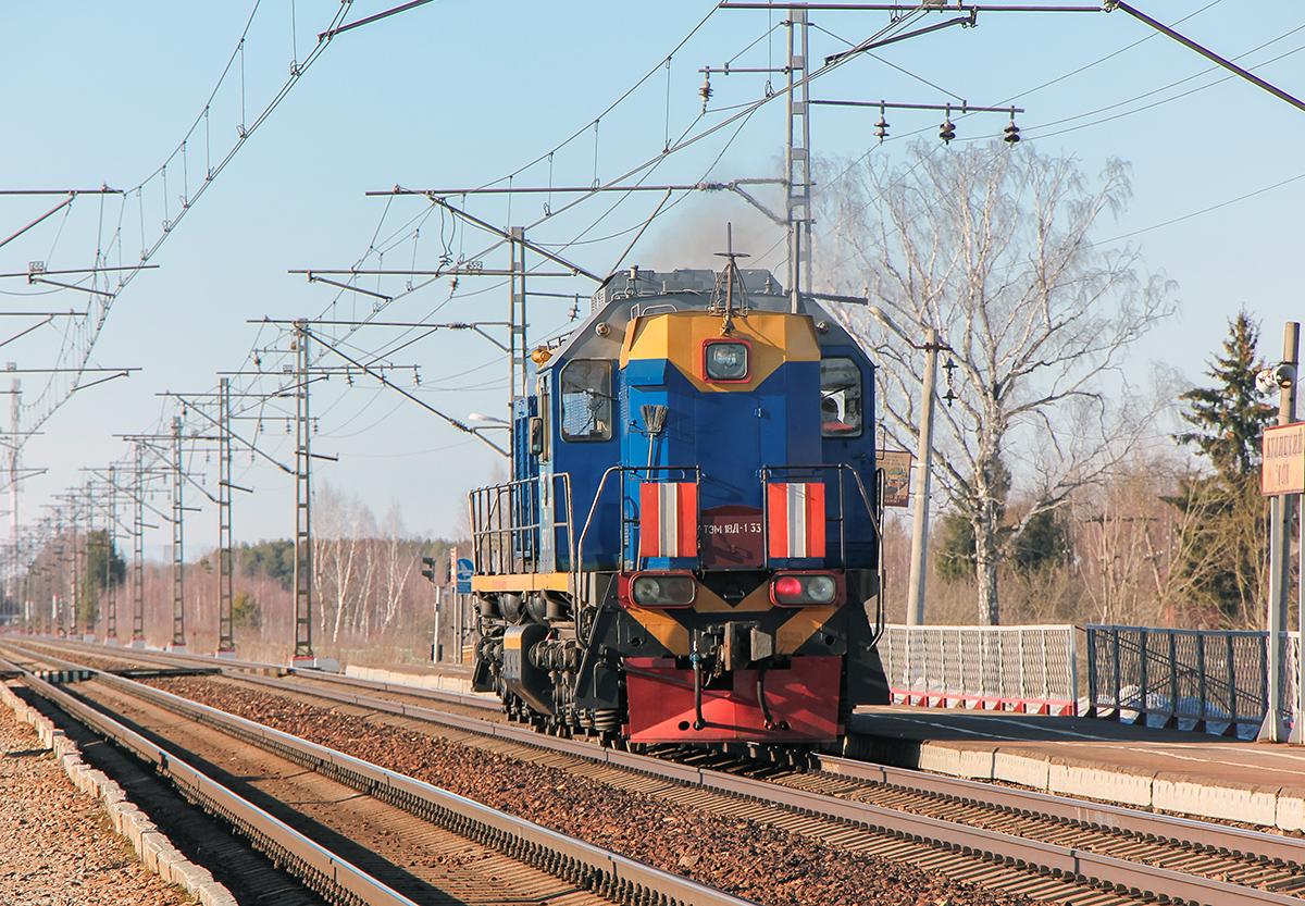 Тепловоз ТЭМ18Д-133 проследует платформу Кулицкий Мох, перегон Дорошиха - Лихославль