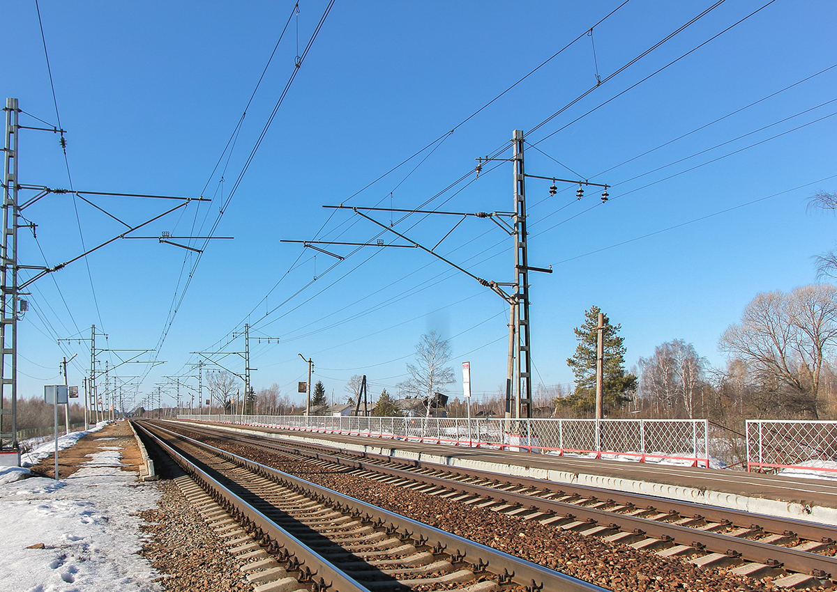 Платформа Кулицкий Мох, вид в сторону станции Лихославль