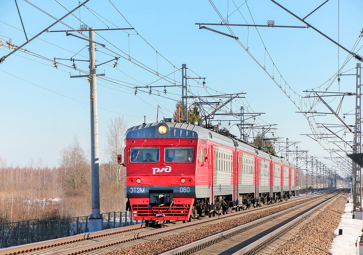Электропоезд ЭТ2М-060 прибывает к платформе Кулицкий Мох, перегон Дорошиха - Лихославль