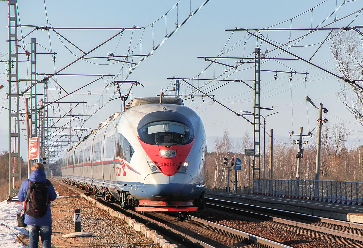 Электропоезд ЭВС1-07 проследует платформу Кулицкий Мох, перегон Лихославль - Дорошиха