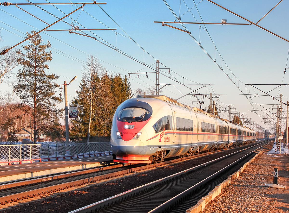 Электропоезд ЭВС1-06 проследует платформу Кулицкий Мох, перегон Дорошиха - Лихославль