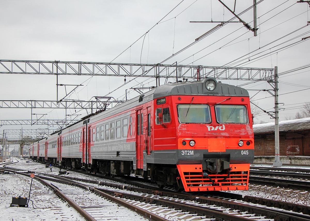 Электропоезд ЭТ2М-045 на станции Вышний Волочёк