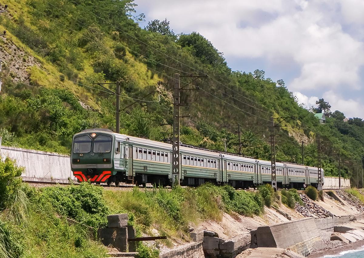 Электропоезд ЭД4М-0031 на перегоне Лазаревская - Водопадный