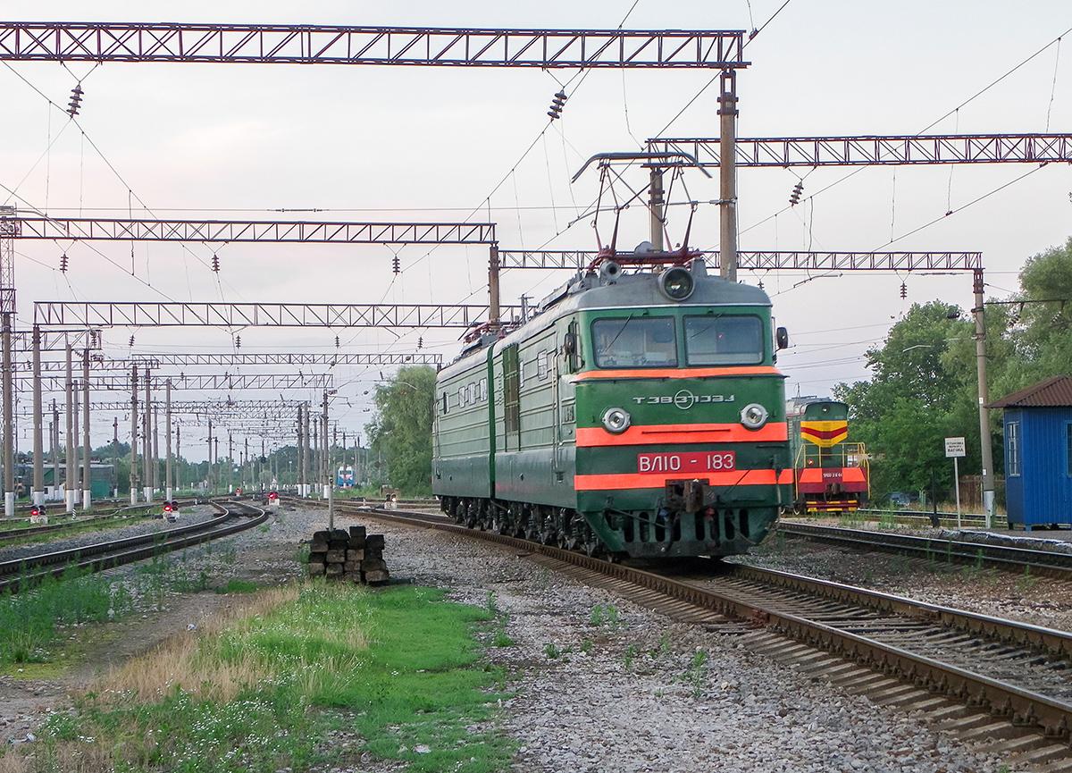 Электровоз ВЛ10-183 на станции Горячий Ключ