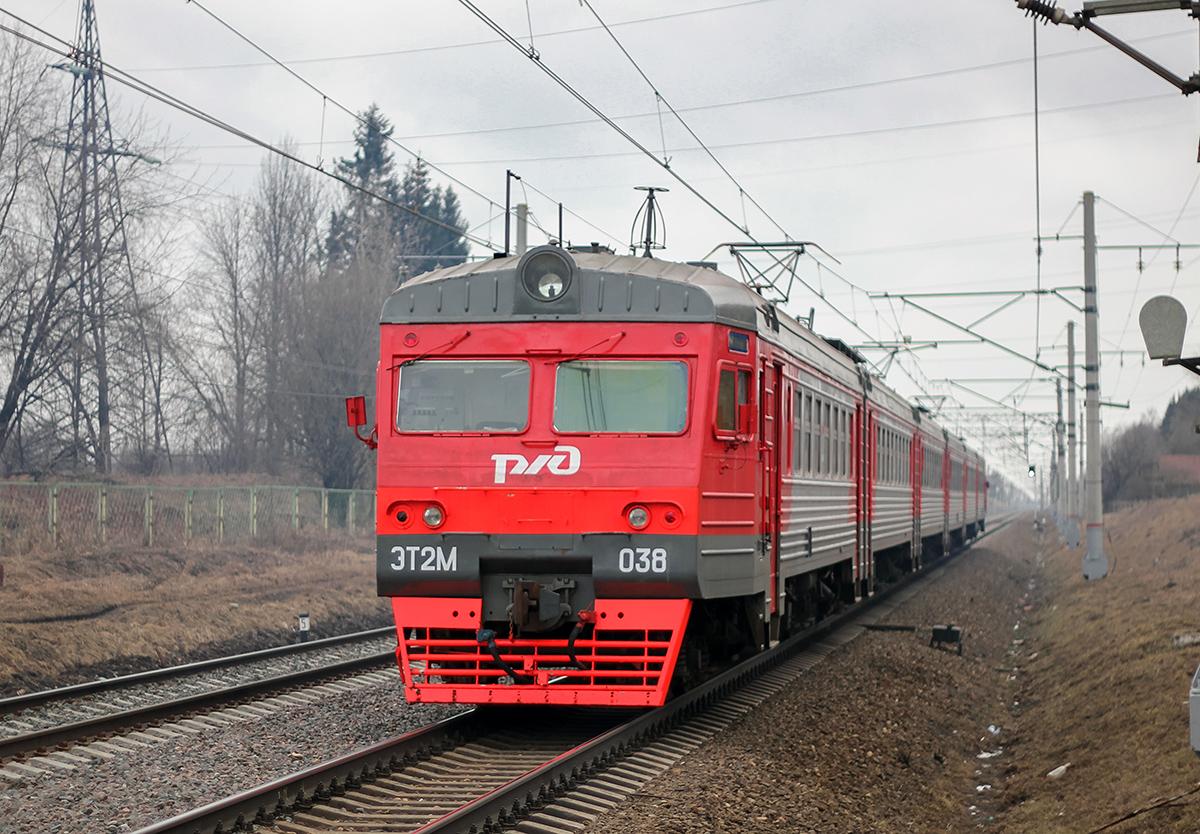 Электропоезд ЭТ2М-038 близ платформы Цна, перегон Вышний Волочёк - Леонтьево