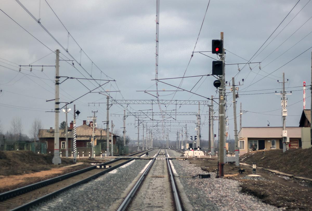 Железнодорожный переезд около платформы Цна