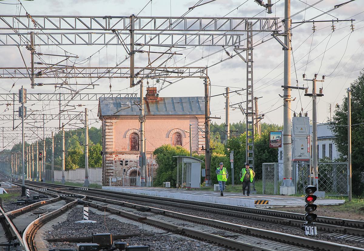 "Платформа ""На Малую Вишеру"" и водонапорная башня, ст. Бурга"
