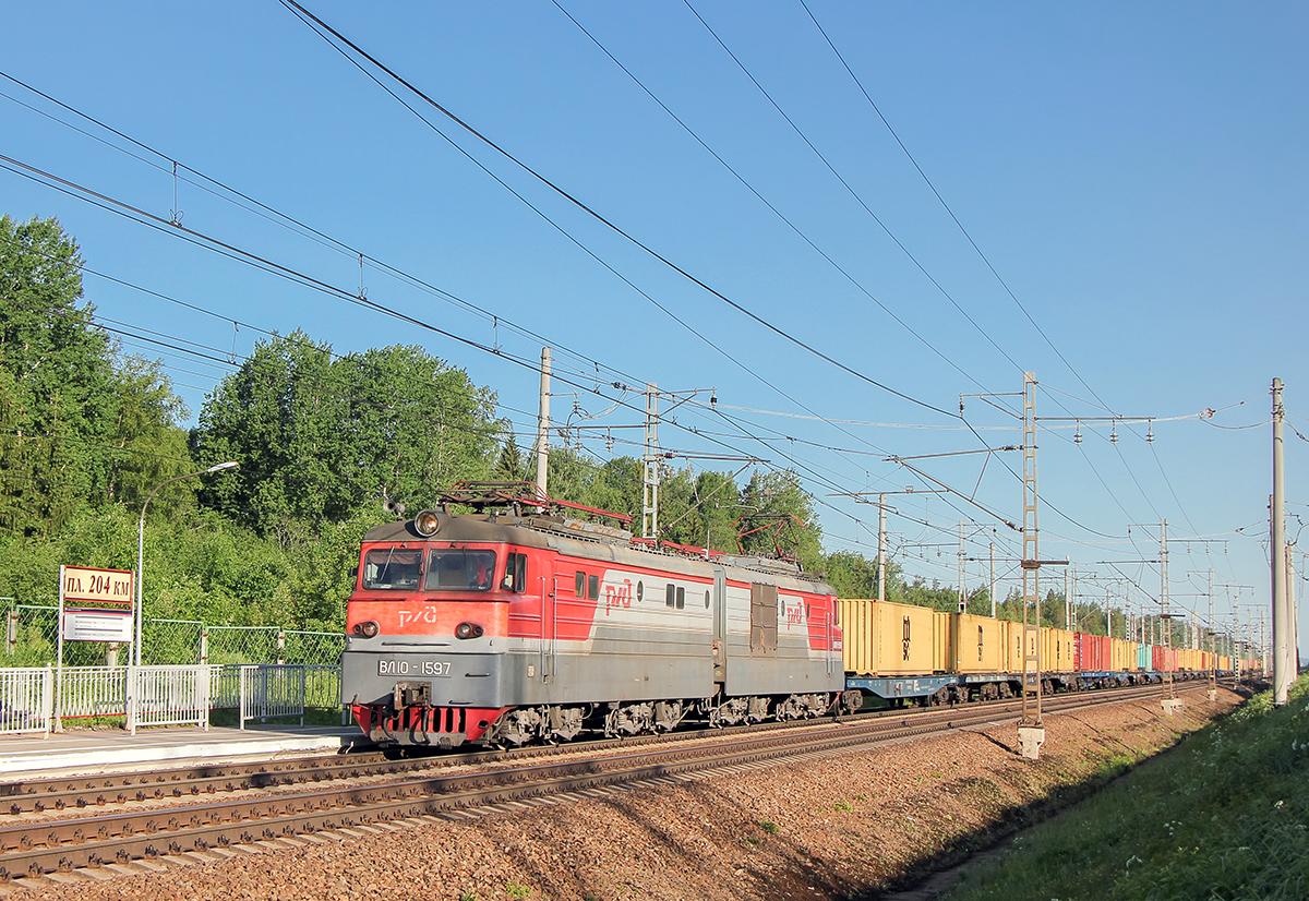 Электровоз ВЛ10-1597 с контейнерным поездом, перегон Мстинский мост - Торбино