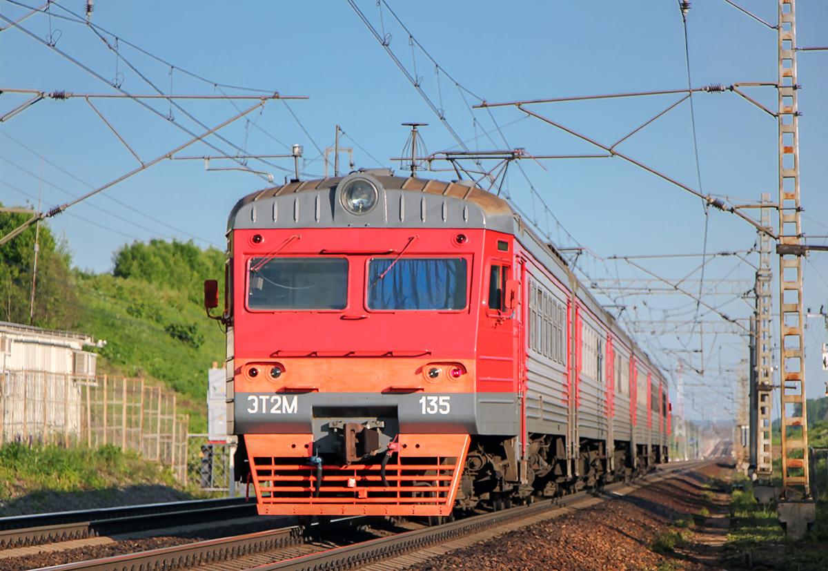 Электропоезд ЭТ2М-135 на перегоне Торбино - Мстинский мост