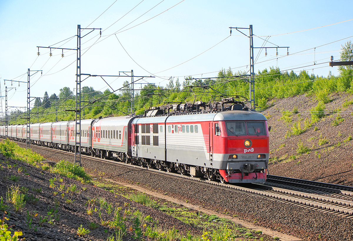 Электровоз ЧС6-023 на перегоне Торбино - Мстинский мост