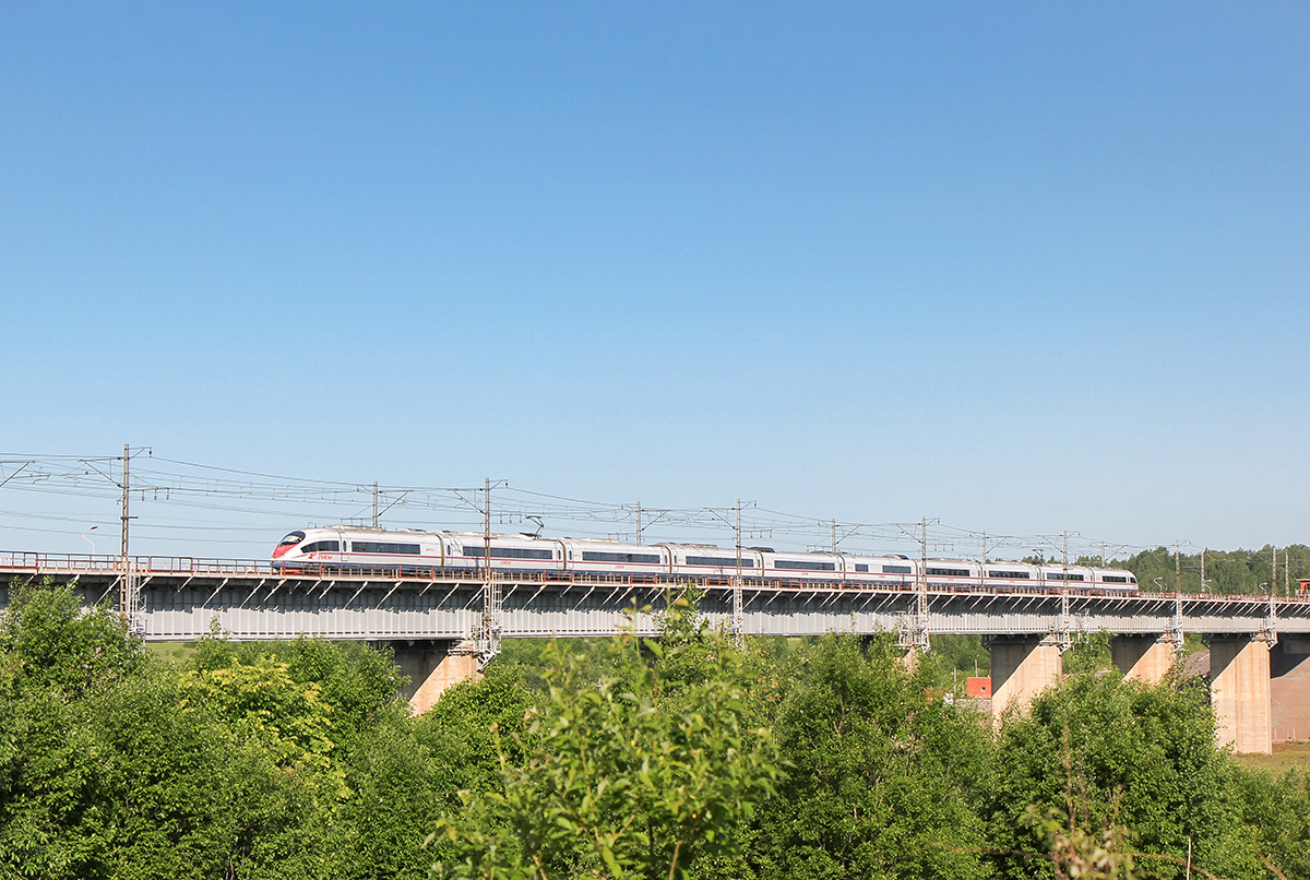 """Электропоезд ЭВС1 """"Сапсан"""" проследует Веребьинский мост, перегон Мстинский мост - Торбино"""